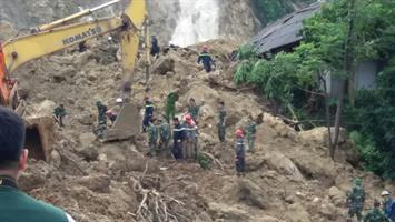 Đoàn công tác BCA kiểm tra, phối hợp chỉ đạo công tác ứng phó với mưa, lũ quét, sạt lở đất tại tỉnh Hòa Bình